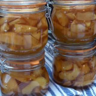 Slices of Quince in Vanilla Syrup