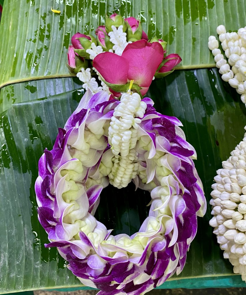 Bangkok flower market, Pak Khlong Talat, Malai Chai Diao, Phuang Malai, orchid, purple orchids, pink roses, roses
