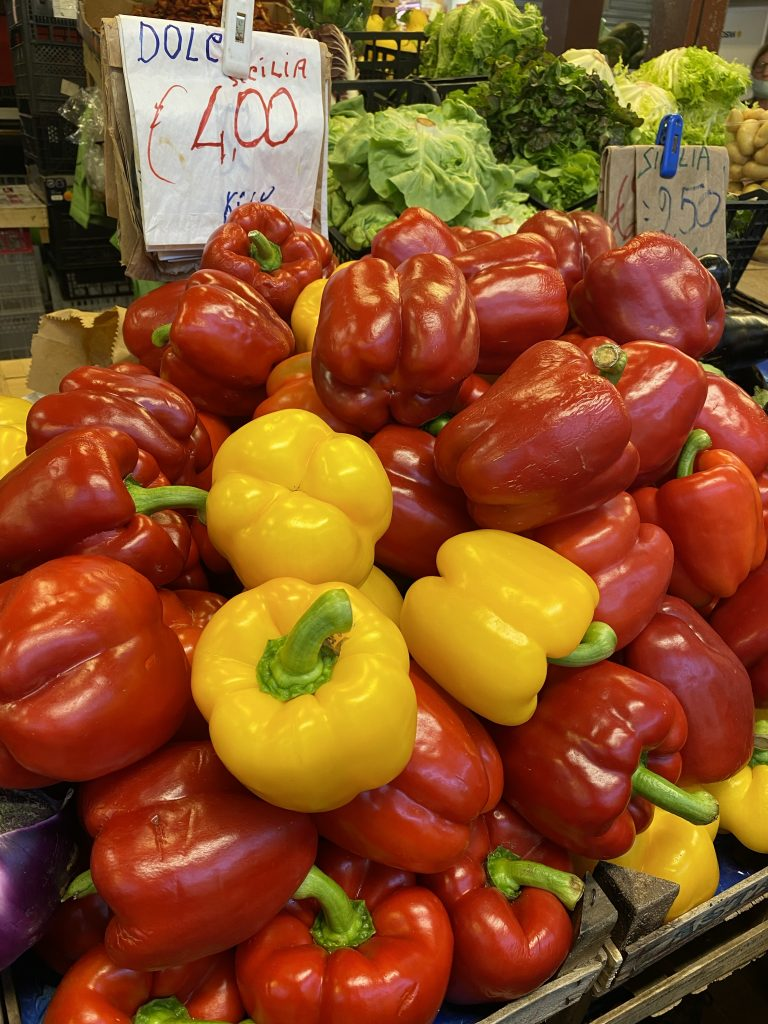 Sweet red peppers, sweet yellow peppers, Mercato dei Fiori, Ventimiglia, Italy, Ventimille, Italie