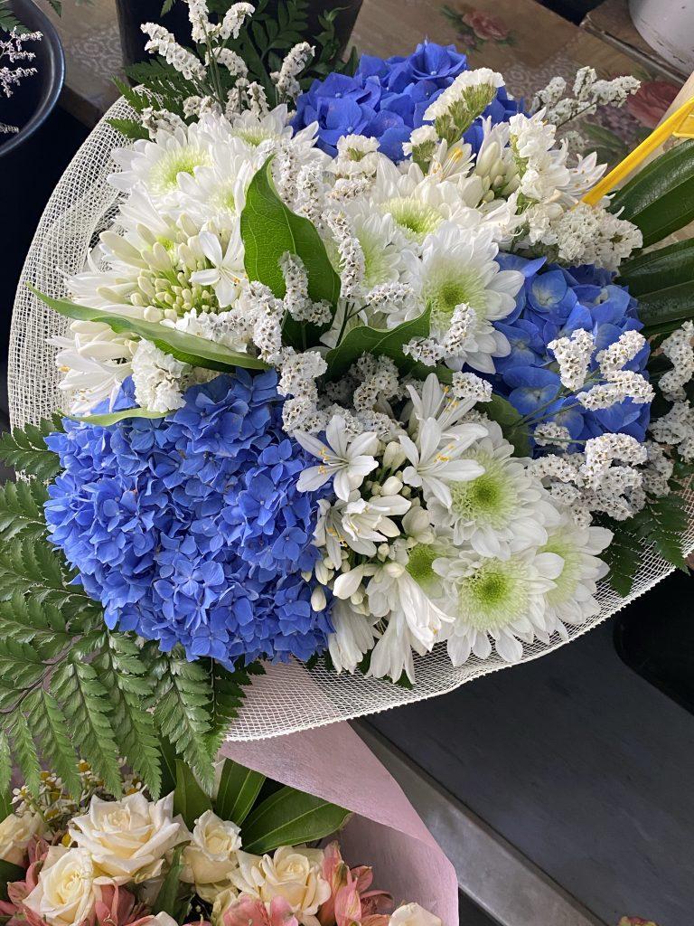 Mercato dei Fiori, Ventimiglia, Italy, Ventimille, Italie, locally grown flowers, bouquet